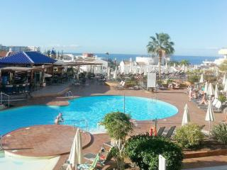Great see/pool view studio apartment, 300 m from the sea