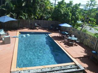 Pool/Beach house-4 Bedrooms or 3 - your option!, Waialua