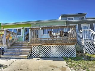 1BR Navarre Townhouse w/ 2 Decks - Steps to Beach!