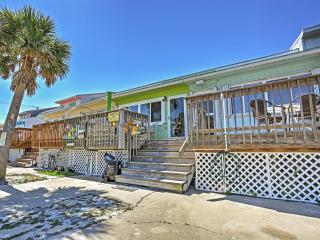 Tomehouse w/ 2 Decks Across From Navarre Beach!