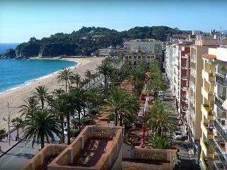 apartment with pool, barbecue with sea view 4 p +1, Lloret de Mar