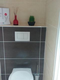 WC indépendant de la salle de bain (suite parentale).