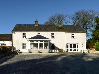 CURRADOON HOUSE, detached farmhouse, solid fuel stove, sun room, parking, Woodstown