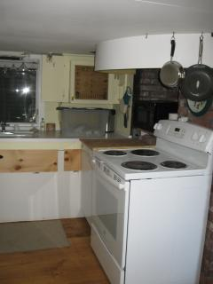Cozy kitchen/galley has all the big kitchen features.