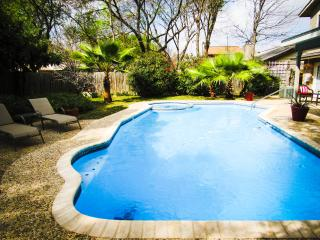 Private Pool & Hot Tub, Perfect Location, San Antonio