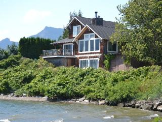 Waterfront 'Columbia Gorge River House'! Stunning Views & Private Water Access!