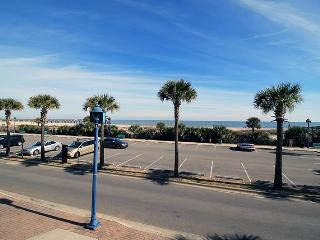 South Beach Ocean Condos - East - Unit 3 - Panoramic Oceanfront Views of Tybee Beach - FREE Wi-Fi, Isla de Tybee