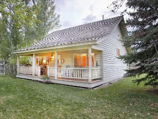 Charming two bedroom cabin in Wilson