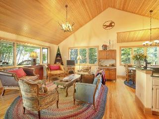 Charming two bedroom cabin in Wilson.  Close to Jackson Hole Mountain Resort.