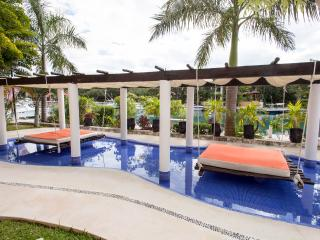 Luxury apartment 2 or 3 bedrooms 6 to 10 guests, Puerto Aventuras