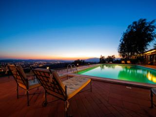 VillaCristinaTuscany-panoramic pool and hot tub!, Arezzo