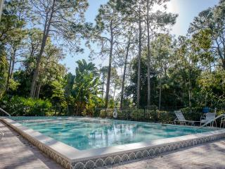 Remodeled Spacious Villa Three Miles from Naples