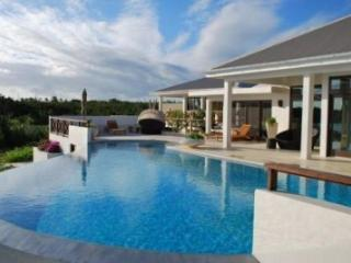 Spectacular 4 Bedroom Villa in Rendezvous Bay