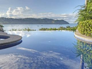 Tremendous 3 Bedroom Villa in Herradura