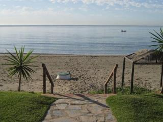 Beach Apartment, 10 Meters from sandy Beach, Estepona