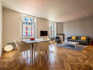 Stunning 2 BR apartment, in the heart of Biarritz