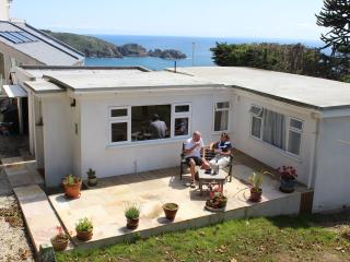 Bungalow on South Coast Cliffs with great views, St Martins