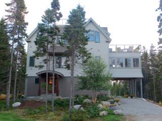 Idyllic Suite, Ocean and Island Views near Acadia