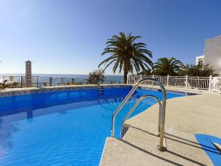 Tuhillo 1-L, three bedroom, pool, next to beach, Nerja