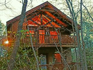 Romantic and Private Getaway Anniversary or Honeymoon Cabin