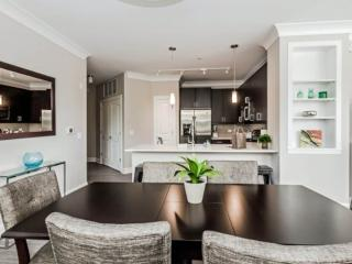 LUXURIOUS AND MODERN 1 BEDROOM APARTMENT IN DEERFIELD, Deerfield