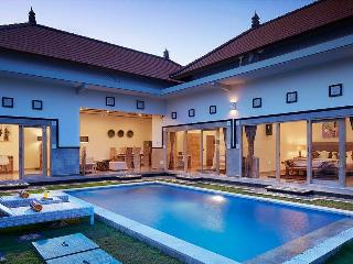 3BR villa Seminyak,500 meters from Potato Head