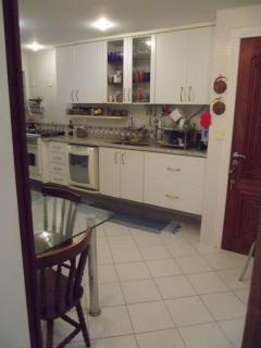 Cozinha toda equipada com todos eletrodomésticos.