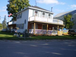 Home away from home !  Pet & handicap friendly., Tweed