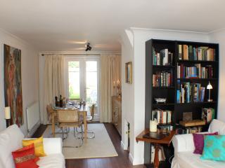 Quite & Cozy Two Bedroom Home, Cambridge