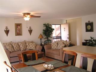 """Budget Friendly"" 2BDRM Condo Close to Beach, Makaha"