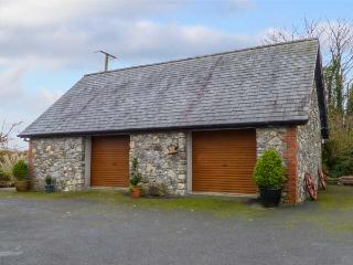 STONE LODGE, all first floor, en-suite, solid-fuel stove, parking, garden, in Kilkenny, Ref 931147