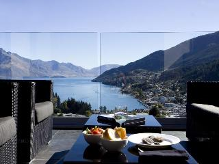 Villa Moana - Outstanding views and walk to town, Queenstown