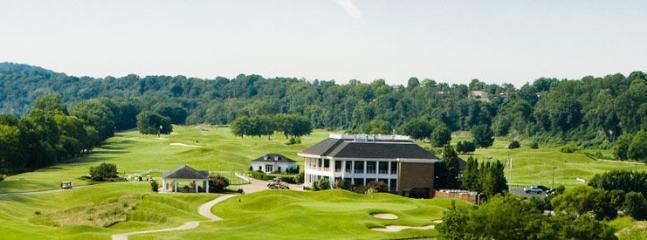 Golf 2 mi away