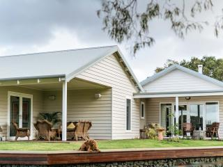 Stablebase - Contemporary rural accommodation, Albany