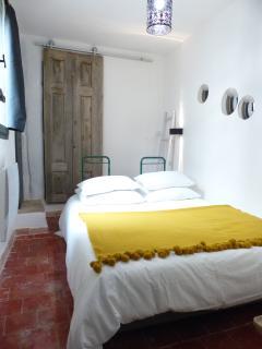 petite chambre cosy indépendante et très calme.