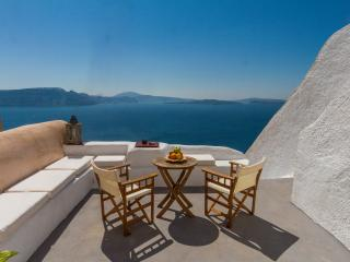 Hector Cave house, Oia