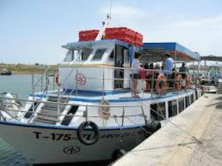Ferry in Tavira that takes you to the beach