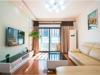 3BR-Near SNIEC/Metro Station with Balcony, Shanghái