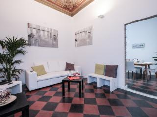 Elegant 2BR Apartment by the Spanish Steps, Rome