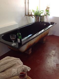 The Barn (cottage 2, sleeps 2)_bathroom with shower over bath