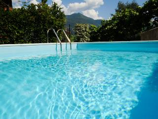 The Family Place, sleeps 6 with swimming pool