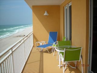 Splash Resort Luxury Condo directly on the beach !