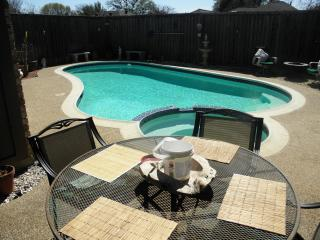 Dallas SW : Silvertree>3/2 Pool&Spa Adult Friendly, DeSoto