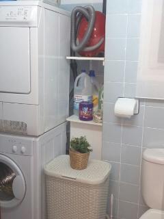 2º Cuarto de baño auxiliar, aloja lavadora, secadora, plancha, aspirador