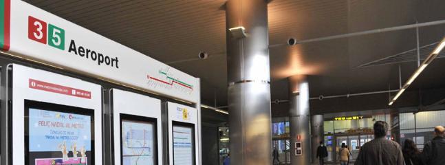 A solo tres paradas de Metro del Aeropuerto de Manises. TERMINAL DE LLEGADAS.
