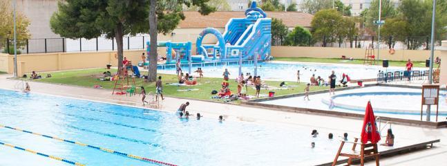 Parque acuático con 3 piscinas una de ellas olímpica