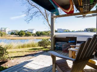 Waterfront, hot tub, walk to beach, boat dock