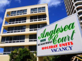 Unit 15 ANGLESEA COURT absolute beachfront, Surfers Paradise