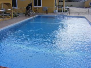 8 bedroom house with a swimming pool (Furnished)