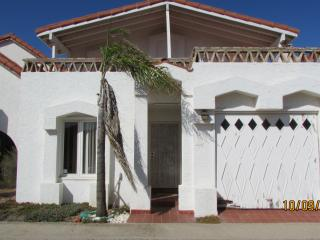 LA COLUMNA 3 BED 3 BATH  W/POOL ACCESS (sleeps 8), Ensenada